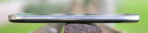 Samsung Galaxy S4 - lado izquierdo