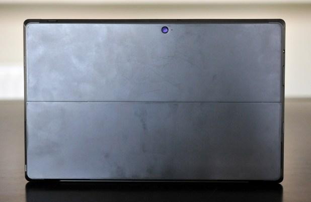 Microsoft Surface Pro - atras