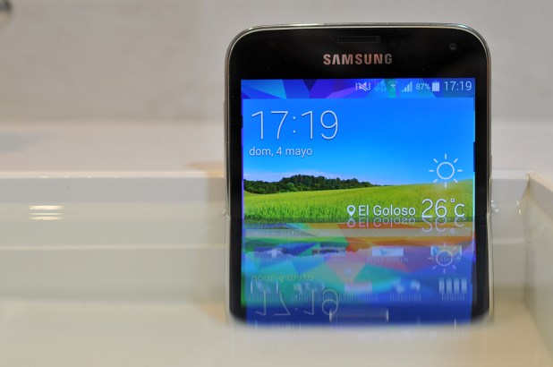 Samsung Galaxy S5 en agua
