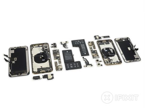 iPhone XS Parçalarına Ayrıldı