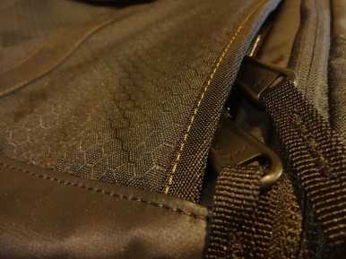 Timbuk2 Wingman Goldrush Detail