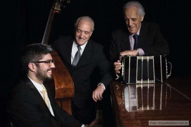 Con dos maestros: Cabarcos y Lavallén, con los que tocó en trío.