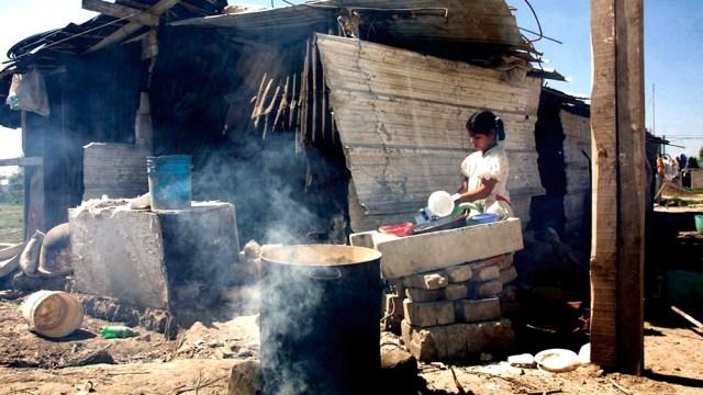 """""""Las mayores tasas de contagio y mortalidad se dan en las comunas más pobres, donde hay mayor hacinamiento y enfermedades"""", aseguró Hans-Jürgen Burchardt, de la Universidad de Kassel, Alemania."""