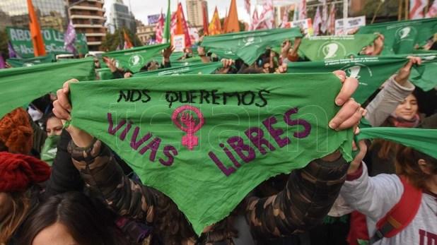 Los pañuelos verdes a favor de la despenalización del aborto también se levantaron en Córdoba.