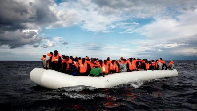En lo que va del año más de 8.000 personas cruzaron ilegalmente el brazo de mar que separa ambos países.