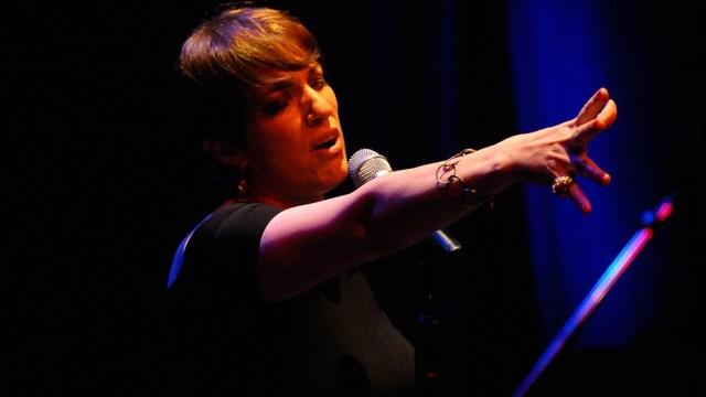 La cantante de jazz y actriz anfitriona en la TV Pública.