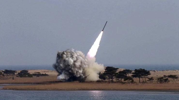 Corea del Norte enfrenta múltiples sanciones internacionales por sus programas nuclear.