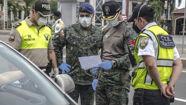 Ecuador prohibió la circulación de vehículos nocturna durante los fines de semana