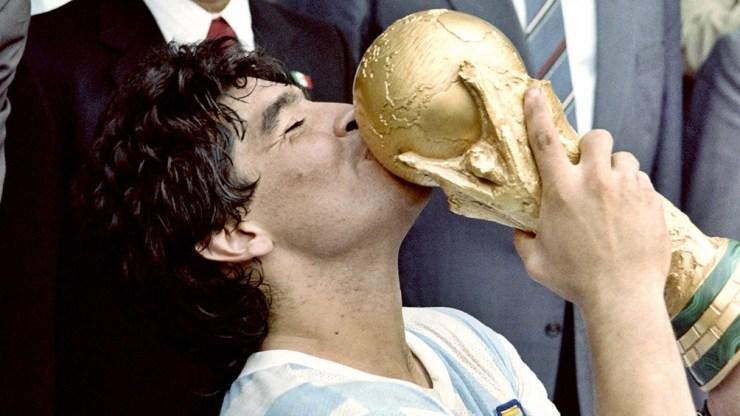 """Maradona y la Copa del Mundo, aquella que la """"albiceleste"""" inmortalizó en México (foto AFP)"""