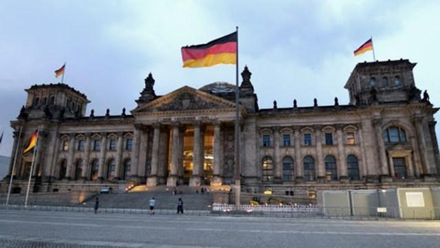 En el parlamento alemán se saca una nueva ley.