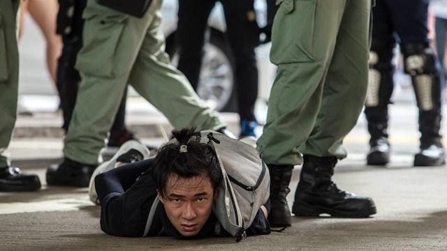Desde la promulgación de la ley de 2020, más de 100 personas han sido detenidas en Hong Kong en aplicación de dicha norma, que pena la subversión, la secesión, el terrorismo y la conspiración con extranjeros.