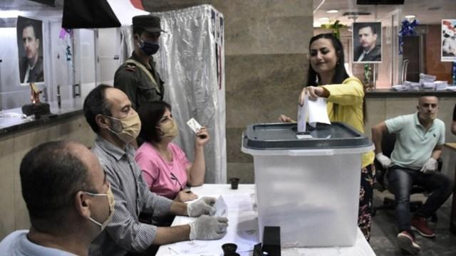 Los medios estatales mostraron filas de votantes movilizados en diferentes zonas, con significativas medidas de seguridad, sobre todo en Damasco.