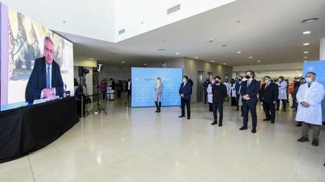 Del acto participaron de modo presencial el jefe de Gabinete, Santiago Cafiero; el ministro de Obras Públicas, Gabriel Katopodis; el gobernador bonaerense, Axel Kicillof, y el intendente local, Fernando Espinoza.