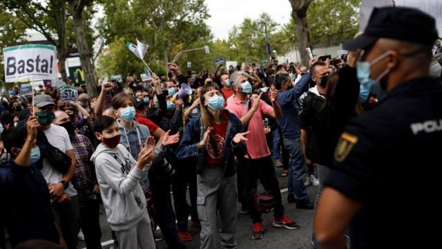 Una de las protestas por las medidas de aislamiento en Madrid.