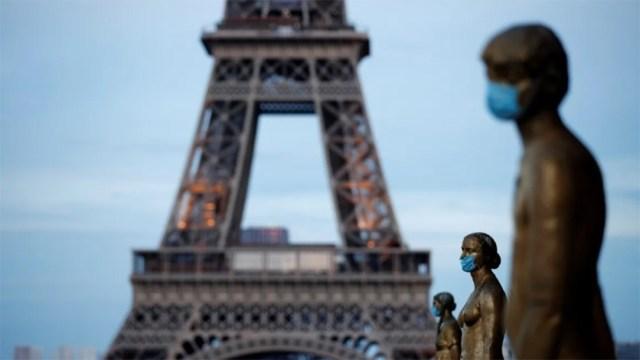 En Francia, Macron anunció restricciones