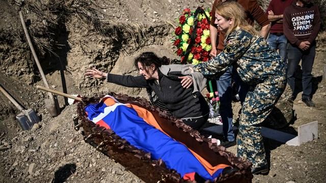 Tras la caída de la URSS, Nagorno Karabaj, poblado en su mayoría por armenios cristianos, se separó de Azerbaiyán, país musulmán chiíta de habla turca.