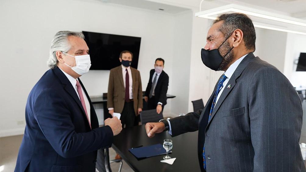 En Olivos, el Presidente estuvo acompañado por el secretario de Asuntos Estratégicos, Gustavo Beliz, y el embajador de Kuwait en Argentina, Abdullah Ali Alyahya.