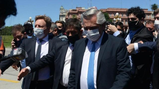 Fernández llegó al CCK caminando desde Casa Rosada.