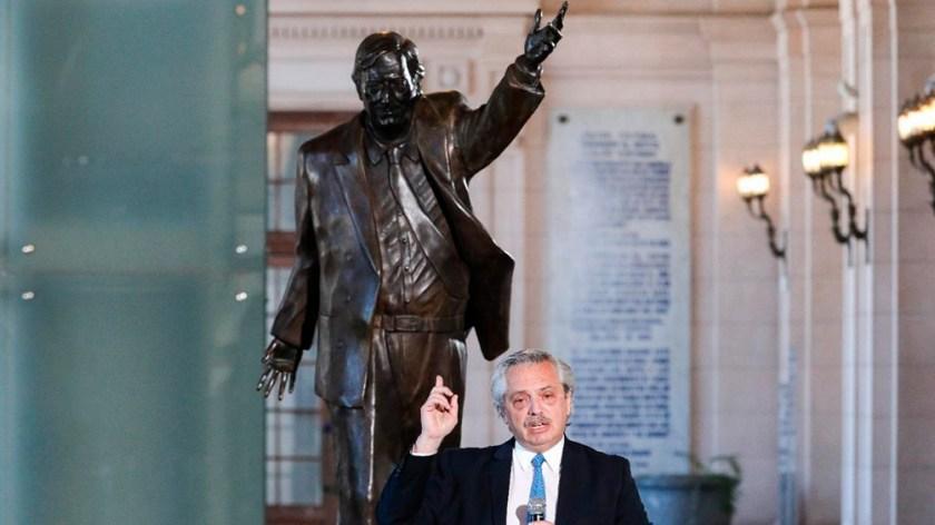 El Presidente encabezó en el CCK un acto de homenaje a Néstor Kirchner, al cumplirse 10 años de su fallecimiento.