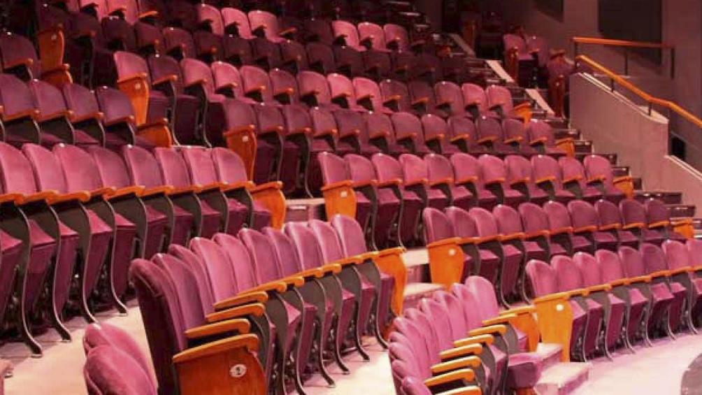 La sala ubicada en el Pasaje Santos Discépolo 1.857, reabrirá sus puertas este domingo en la terraza del teatro.