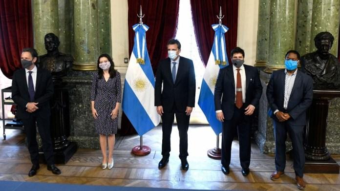 El surgimiento de un falso positivo de un miembro de la comitiva del Fondo, no impidió la continuación de la reuniones previstas y las deliberaciones entre los funcionarios del FMI y del gobierno argentino, aunque sí alteró el formato.