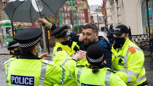 Una de las protestas en Liverpool, donde se produjeron detenciones de manifestantes.