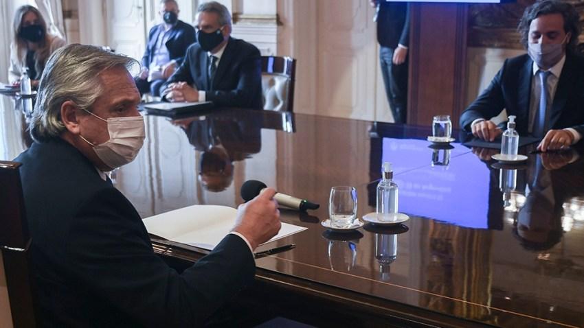 El presidente Alberto Fernández encabeza desde las 16 la primera reunión oficial del Comité de Vacunación.