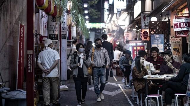 Japón reportó más de 9.500 positivos, sumando un total de más de 893.000 casos, con 15.000 muertes.