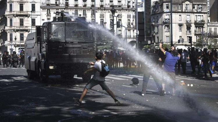 Represión en la Av. 9 de Julio.
