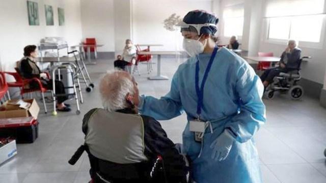 Francia busca detener el colapso sanitario ya que alcanzó los números de la primera ola.