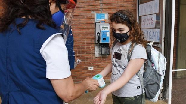 """El regreso a las aulas se producirá """"en marzo"""" con los respectivos cuidados debido a la pandemia de coronavirus."""