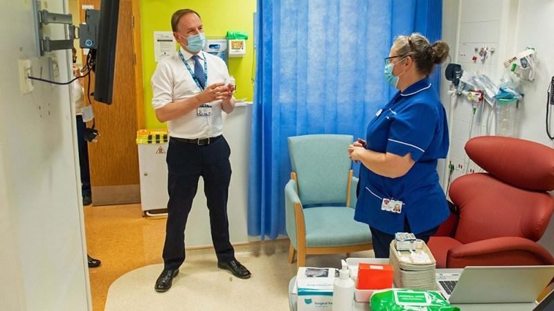 Simon Stevens, director del Servicio Nacional de Salud (NHS) de Inglaterra