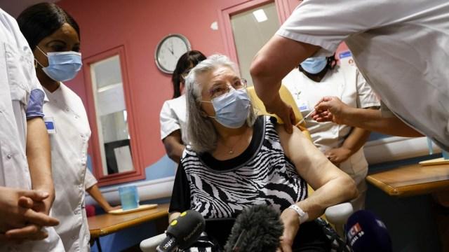 El primer ministro de República Checa, Andrej Babis, se convirtió en uno de los primeros mandatarios europeos en recibir la vacuna.