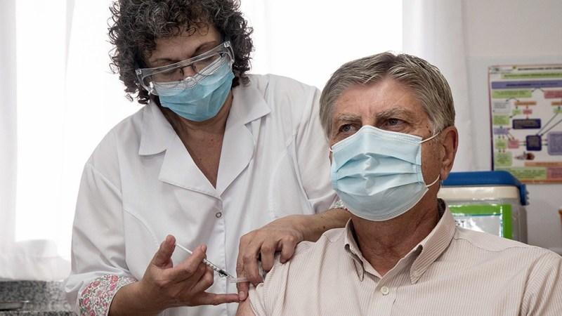La inmunización del gobernador de La Pampa, Sergo Ziliotto.