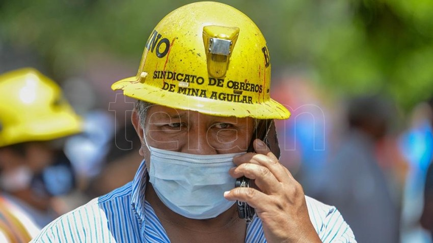 Los mineros exigen que se respeten las legislaciones y decretos vigentes, además de los convenios colectivos de trabajo, y reclaman que se tenga en cuenta la situación habitacional y social de cada operario.