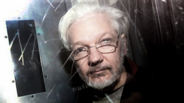 Assange fue detenido por la policía británica en el interior de la sede diplomática en abril de 2019.