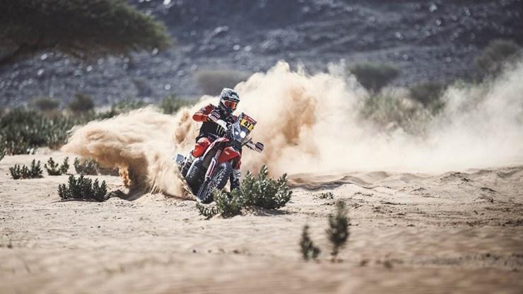Kevin Benavides fue tercero en la etapa de este miércoles. Su hermano Luciano abandonó la competencia este lunes, tras sufrir un accidente.