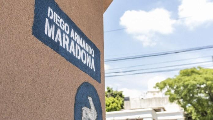 La Calle Diego Armando Maradona en Lanús, municipio donde nació. Reemplazó a Río de Janeiro, por 12 cuadras, entre Viamonte y Remedios de Escalada.