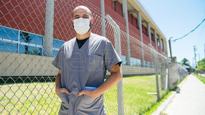 El primer vacunado del Hospital Posadas describió que no tuvo ninguna reacción adversa.