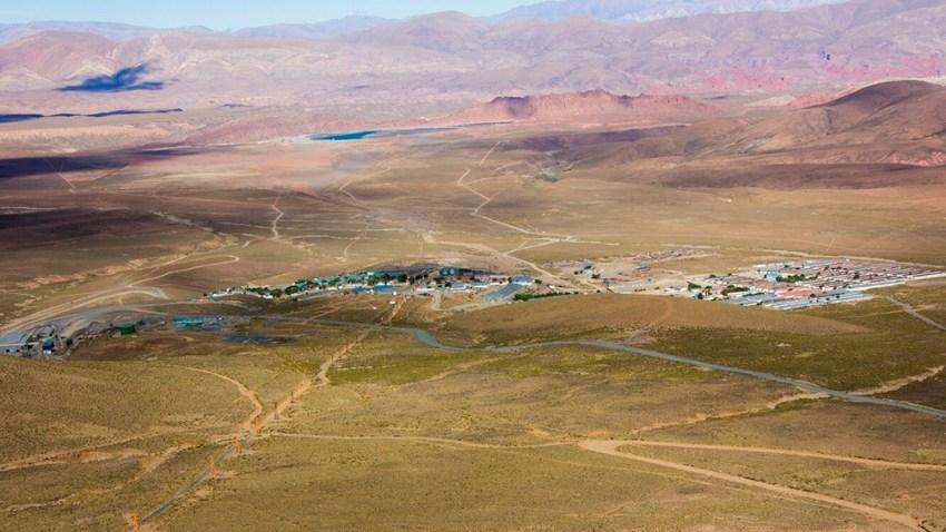 El Aguilar se encuentra a más de 4.000 metros sobre el nivel del mar. Las ciudades más cercanas son Abra Pampa, Humahuaca y La Quiaca.