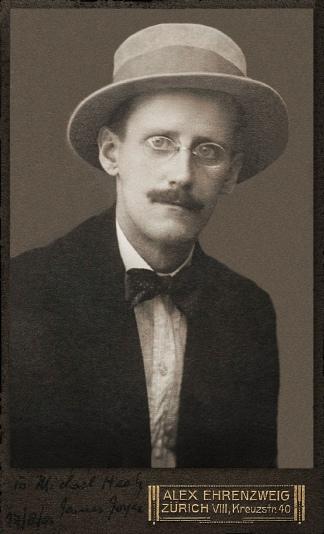 James Joyce, en un retrato de 1915.