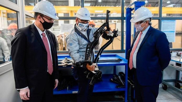 La compañía se dedica al desarrollo y fabricación de partes para carrocerías y chasis