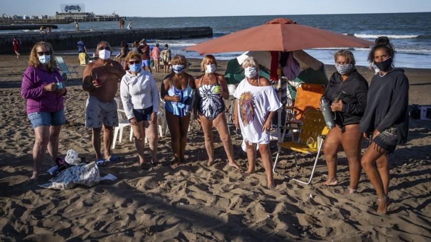 Entre los nuevos hábitos se incluye una menor sociabilidad en las playas y alquiler de casas quintas con piletas.