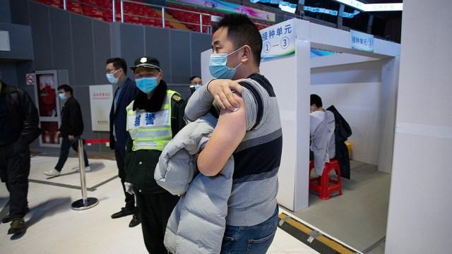 En China se aplicaron 2.500 millones de dosis, más de un tercio de las inyectadas en todo el mundo.