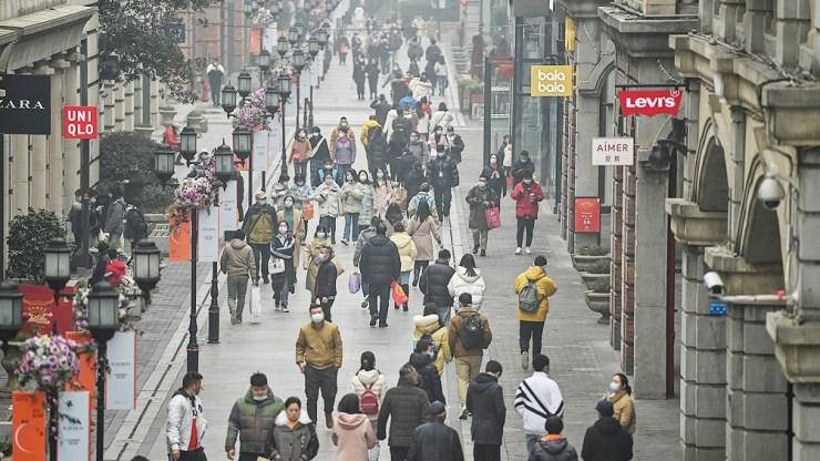 """Algunas partes de Nanjing están bajo riesgo """"alto"""" de coronavirus y otras fueron subidas a riesgo """"medio""""."""