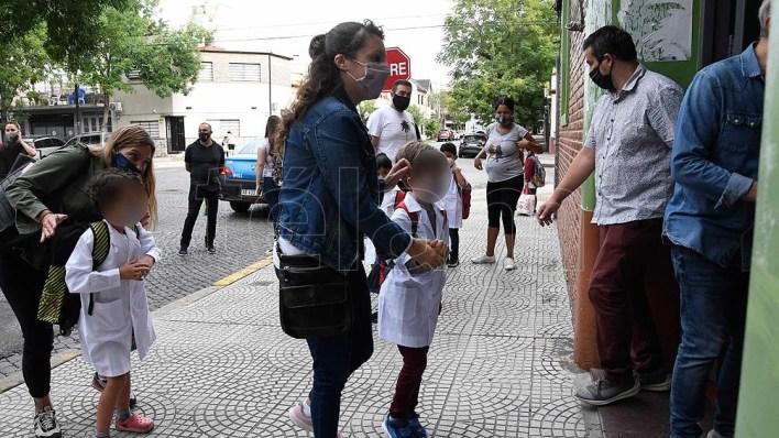 La ciudad de Buenos Aires, con una matrícula de 720.000 alumnos comenzó esta mañana a transitar el ciclo lectivo 2021