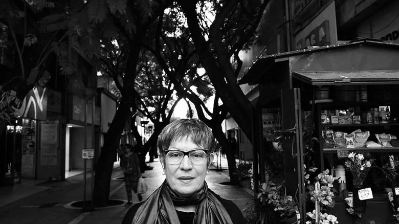 """La autora de """"la lengua madre"""" presenta un libro de crónicas."""