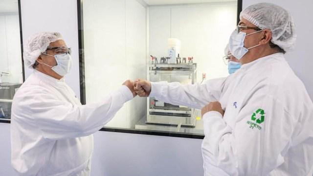 Alberto Fernández visitó las instalaciones del Laboratorio Liomont