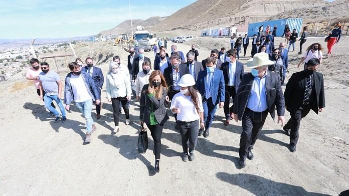 Katopodis realizó un recorrido por la obra de estabilización del Cerro Chenque.