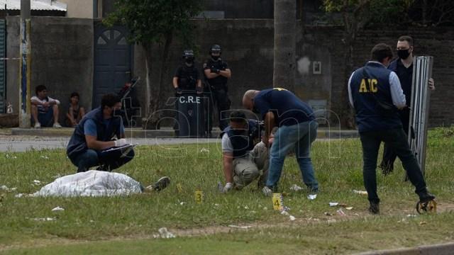 El hombre fue ultimado en la esquina del cementerio, cuando despedían los restos de su hermano.